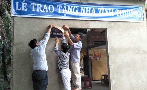Trao tặng nhà tình thương cho hộ gia đình khó khăn tại tỉnh Bến Tre